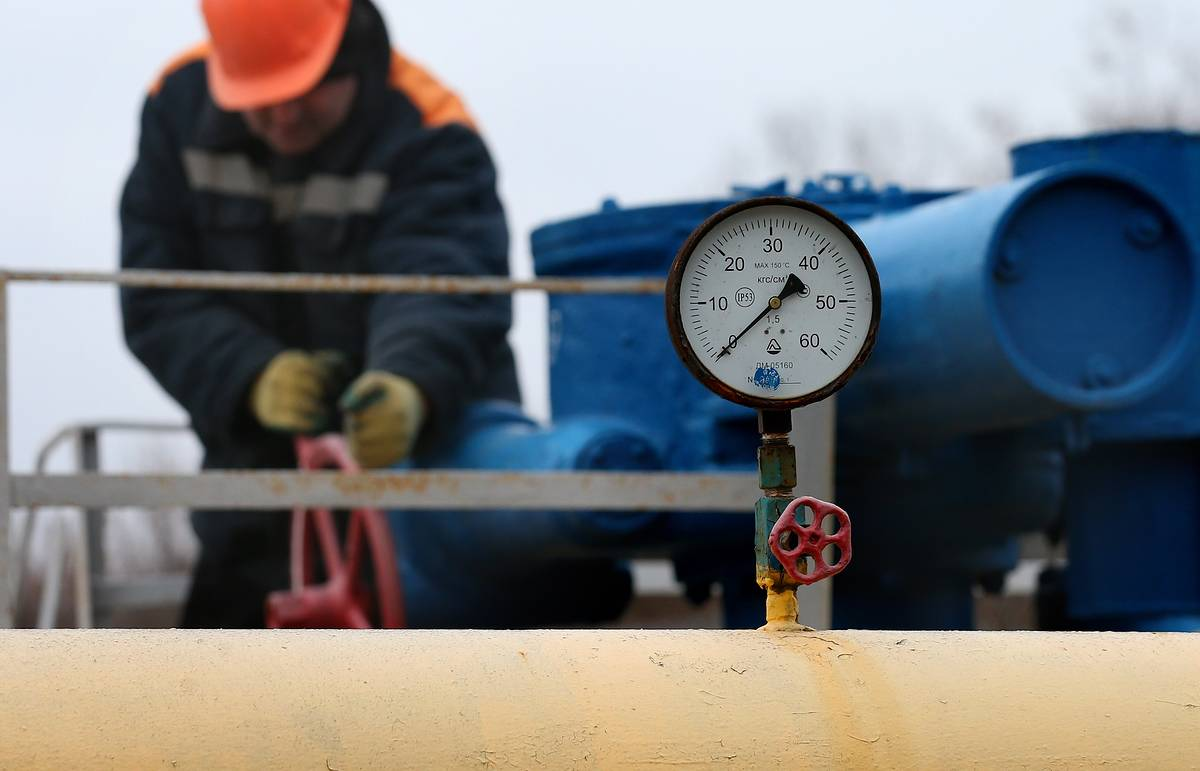 Новак: Украина пока не покупает российский газ из-за отсутствия денег