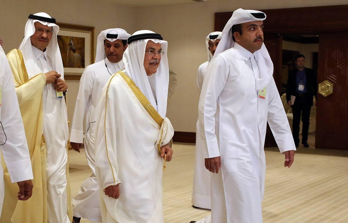 """Сделка по """"заморозке"""" добычи нефти не состоялась, встреча в Дохе завершилась"""