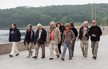 Французские пенсионеры добрались до берега Тихого океана, стартовав от Атлантики
