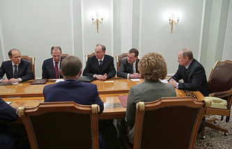 Vladimir Putin (right) having a meeting with Security Council (archive)