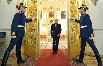 Valdimir Putin (center)