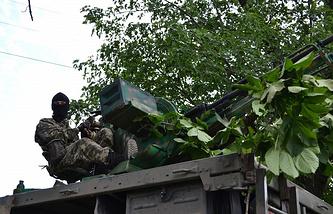 A militaman in east Ukraine (archive)