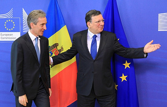 Iurie Leanca (L) and Jose Manuel Barroso (R)