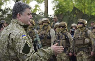 Ukraine's President Petro Poroshenko (front) meets members of the Ukrainian government forces