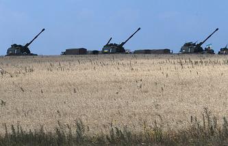 Ukrainian government artillery guns not far from Donetsk