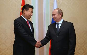 Chinese President Xi Jinping (L) and Russian President Vladimir Putin (R)