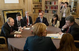 Vladimir Putin, Francois Hollande, Petro Poroshenkoand Angela Merkel during a meeting on the sidelines of the 10th ASEM Summit