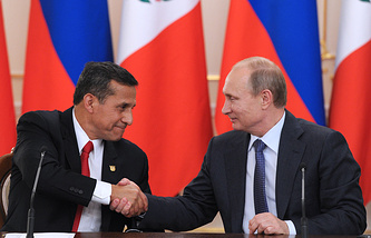 Peruvian president Ollanta Humala (L) and Russian President Vladimir Putin (R)