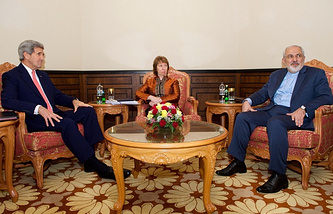 US Secretary of State John Kerry (L), former EU foreign policy chief Catherine Ashton (C) and Iranian Foreign Minister Javad Zarif (R)