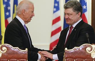 Joe Biden (left) and Petro Poroshenko