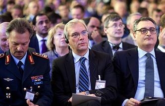 Alexander Grushko (center)