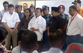 Indonesian Vice-President Jusuf Kalla (center)