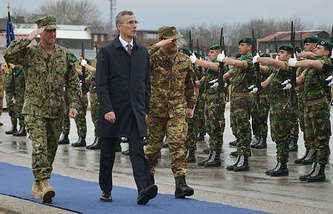 NATO Secretay General Jens Stoltenberg (center)
