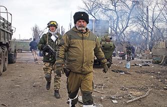 Militia fighters in Debaltsevo
