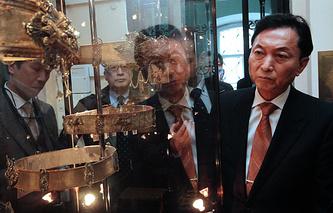 Former Japanese Prime Minister Yukio Hatoyama at Crimean Ethnographic Museum