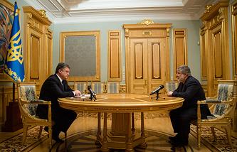 Ukrainian President Petro Poroshenko (left) and Igor Kolomoisky