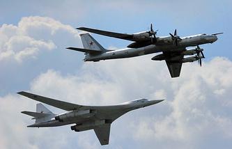 Tupolev Tu-160 (left) and Tu-95 (right)