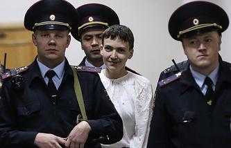 Nadezhda Savchenko (center)