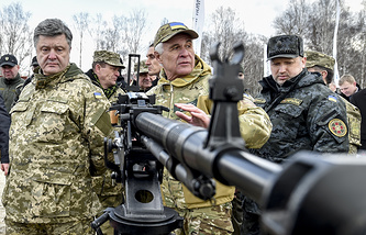 Petro Poroshenko (left)