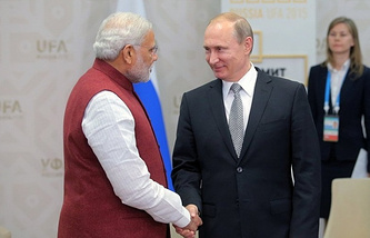 Russian President Vladimir Putin (right) with Indian Prime Minister Narendra Modi (left)
