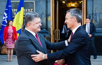 Ukrainian President Petro Poroshenko and NATO Secretary General Jens Stoltenberg