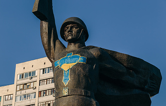 The Soldier Liberator monument in Kharkiv after it was desecrated for the first time (archive)
