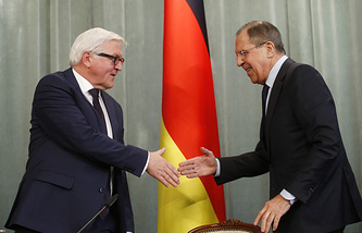Russian Foreign Minister Sergey Lavrov (right) and his German counterpart Frank-Walter Steinmeier
