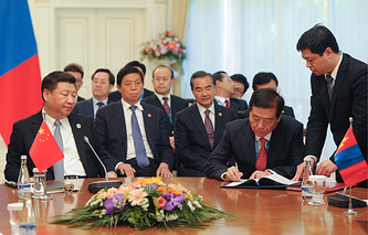 China's president Xi Jinping (left) at a signing ceremony after a meeting with the presidents of Russia and Mongolia