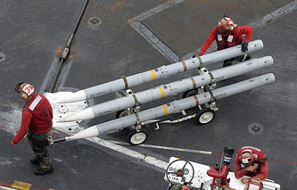 Missiles to be installed on a jet fighter on the USS George Washington during the US-South Korean military drills in Busan