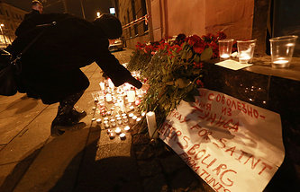 Flowers and candles in memory of the St Petersburg Metro explosion victims at Spasskaya station
