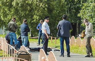 Police near the dead body of the Surgut attacker