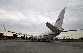 Il-96 plane