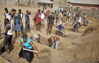 """Похороны жертв атаки исламской группировки """"Боко харам"""""""