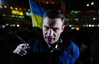 "Лидер партии ""УДАР"" Виталий Кличко во время акции протеста сторонников евроинтеграции на площади Независимости"