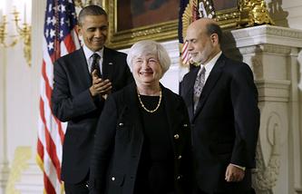 Президент США Барак Обама приветствует Джанет Йеллен, кандидата на место председателя Федеральной резервной системы, которое пока занимает Бен Бернанке (справа)