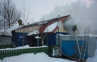 Пожар в деревянном жилом доме в Ноябрьске