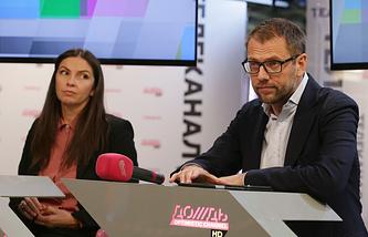 Генеральный директор телеканала Наталья Синдеева и инвестор Александр Винокуров