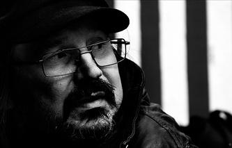 """Режиссер Алексей Балабанов на съемочной площадке фильма """"Я тоже хочу""""."""