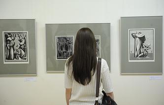 """На выставке Виталия Воловича """"Роман с книгой"""" в Музее ИЗО"""