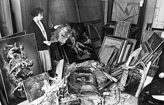 Блокада Ленинграда. Вид одного из залов Эрмитажа после артобстрела. 1942 год