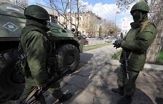 Бойцы самообороны на улицах Симферополя