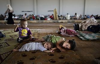 Сирийские беженцы в лагере на сирийско-турецкой границе