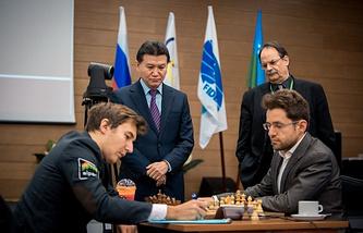 Сергей Карякин (слева)
