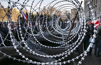 Митинг у здания Донецкой областной администрации