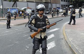 Полицейские на улицах Каракаса