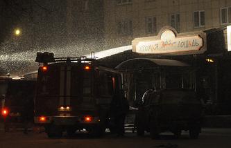 """Спасательные работы во время пожара в здании ночного клуба """"Хромая лошадь"""". 5 декабря 2009 года"""
