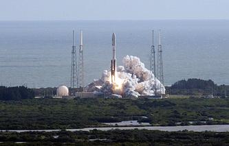 """Запуск носителя """"Атлас-5"""". Мыс Канаверал"""