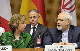 """Верховный представитель ЕС по иностранным делам Кэтрин Эштон и министр иностранных дел Ирана Мохаммад Джавад Зариф во время переговоров между представителями """"шестерки"""" и Ираном в Вене 8 апреля 2014 года"""