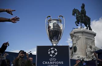 Трофей Лиги чемпионов в Лиссабоне