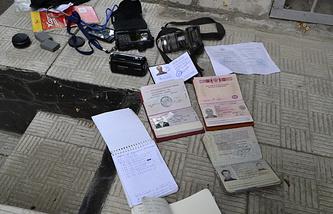 Документы и личные вещи итальянского фотографа Андреа Роккелли и его переводчика Андрея Миронова